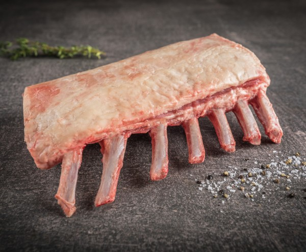 Irisches Salzwiesenlammkarree mit Fettdeckel